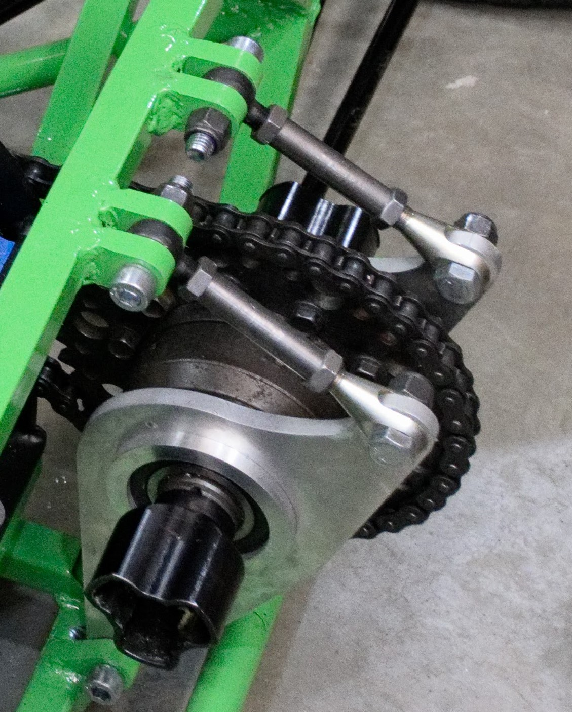 Adjustable differential mount